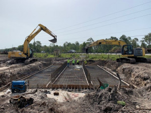 Box culvert construction adjacent to existing SR 52 lanes. (June 2020 photo)