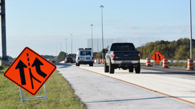Traffic exiting southbound I-75 to the Selmon Expressway merges with traffic entering from westbound SR 60 (new traffic pattern began January 28, 2020).