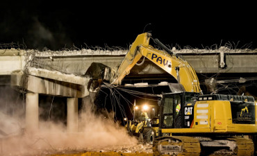 Demolishing the Overpass Road bridge over southbound I-75 (2/13/2021 photo)