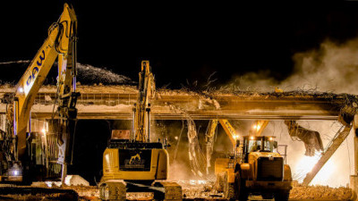 Demolishing the Overpass Road bridge over northbound I-75 (2/20/2021 photo)