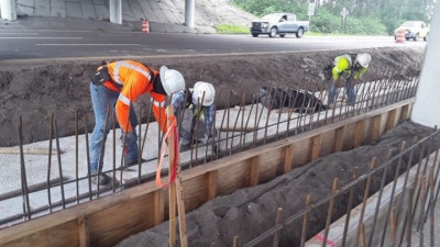 Installation of pier protection wall under I-75 at SR 674 - May 2020